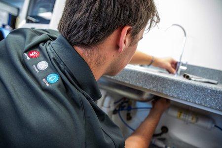 Underbench filtration system servicing