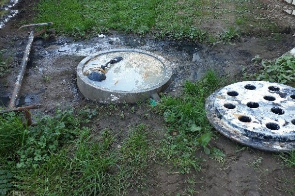 Failed sewerage system with sewage overflow pump support